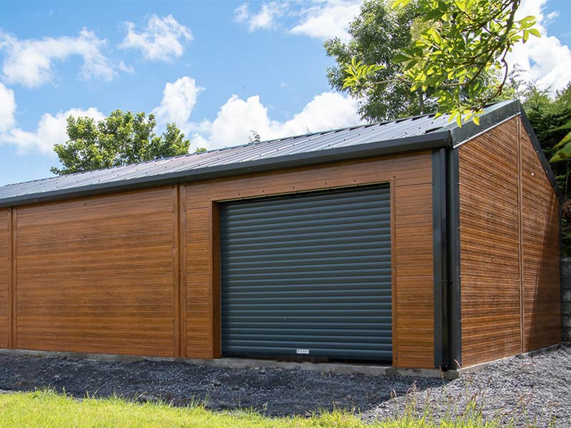 9.2m x 6m Gold Range unit with Golden Oak flat panel, roller on side & window